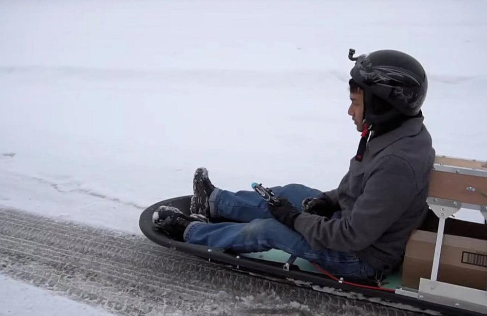 Lovac zarobljen u snegu